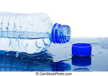 víz palack, folyik