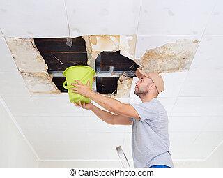 víz, tető, plafon, ceiling., kilyukaszt, rainwater, ember, vödör, gyűjtés, hatalmas, leakage., hibás, fanyergek