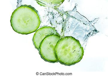 víz, uborka