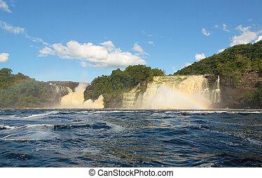 vízesés, alatt, canaima, venezuela