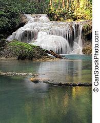 vízesés, alatt, erawan nemzeti dísztér, kanchanaburi