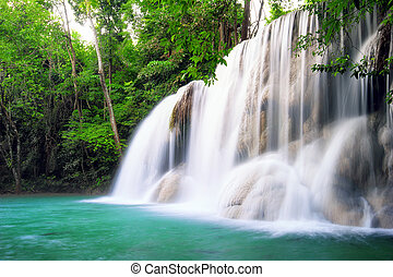 vízesés, alatt, esőerdő, közül, thaiföld