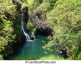 vízesés, mentén, a, út, fordíts, hana, maui, hawaii