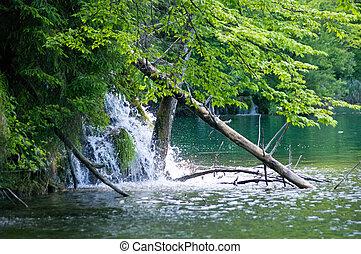 vízesés, tó