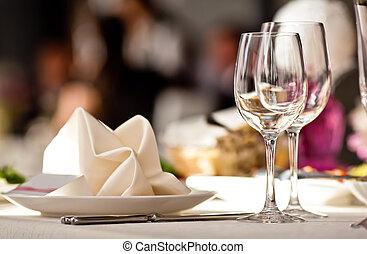 vacío, anteojos, conjunto, en, restaurante