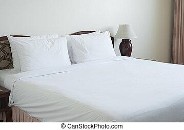 vacío, cama, en, bedroom.