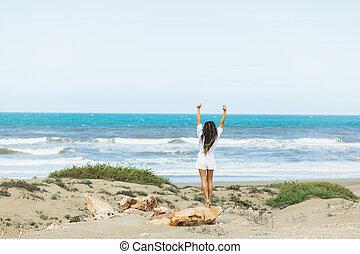 vacances, freedom., heureux, ocean., inspiration, concept, femme, voir, exotique