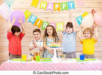 vacances, joyeux anniversaire, célébrer, table, enfants