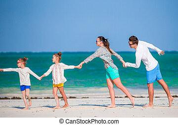 vacances, quatre, plage, famille, jeune