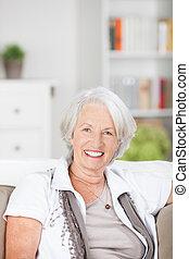 vacker, äldre kvinna