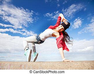 vacker, flicka, dansande, rörelse