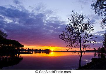vacker, insjö, solnedgång, in, fjädertid
