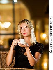 vacker, kaffe, kvinna, restaurang, ung, drickande
