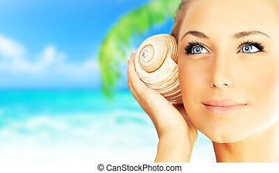 vacker kvinna, avnjut, strand