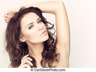 vacker kvinna, hälsosam, brunett, hair., stående