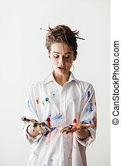 vacker kvinna, henne, målar, ung, flerfärgad, smutsiga händer, stående, chockerande