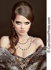 vacker kvinna, med, smycken