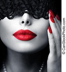 vacker kvinna, med, svart, spets, maskera, över, henne, ögon