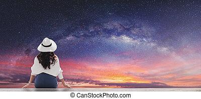 vacker kvinna, stjärnbeströdd himmel, ungt se, tyg, väg, mjölkaktig, vit hatt, gryning