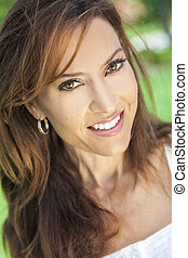 vacker kvinna, thirties, ung