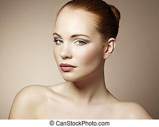 vacker kvinna, ung, lysande, manikyr, smink