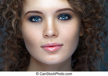 vacker kvinna, uppe, ansikte, nära, stående