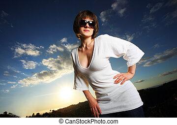 vacker kvinna, utomhus, hos, solnedgång
