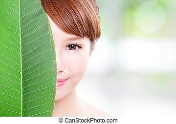 vacker kvinna, vett porträtt, med, grön leaf