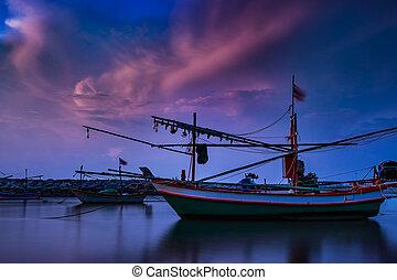vacker, lång exponering, fotografi, hos, gryning, av, fiskeri, båt, in, thailand