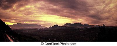 vacker, molnig, solnedgång