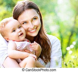 vacker, mor och baby, outdoors., natur