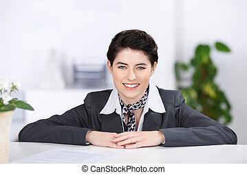 vacker, receptionist, med, a, välkomna, le