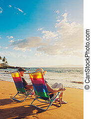 vacker, romantiker koppla, solnedgång, avnjut, strand,...