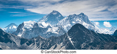 vacker, snow-capped, mountains