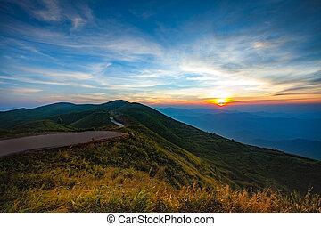 vacker, solnedgångsky, hos, chang, suk, gräns, polis, operation, läger, in, kanchanaburi, västra, av, thailand