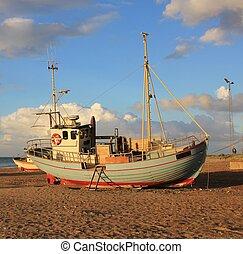 vacker, sommar, strand., slettestrand, denmark., scen, fiskebåt