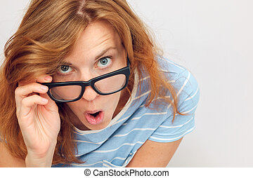 vacker, surprised., kvinna, ung, svart, glasögon
