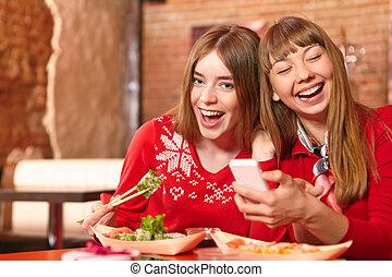 vacker, sushi, flickor, äta, rolls, bar.
