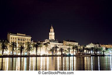 vacker, synhåll, av, den, gammal by, splittring, in, kroatien, hos, night.