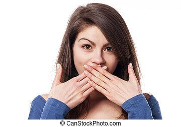 vacker, ung kvinna, med, händer täckning trut