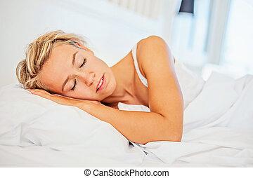 vacker, ung kvinna, sova