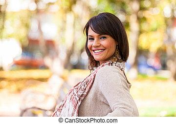 vacker, utomhus, folk, -, ung, höst, womanstående, caucasian