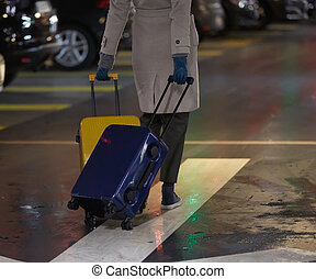 vacker, vandrande, kvinna, bak, motion., baksida, två, bagage, resande, suitcase., flicka, synhåll
