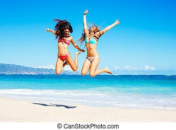 vackra flickor, hoppning, stranden