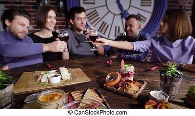 vacsora, barátok, birtoklás, iszik