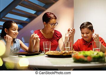 vacsora, otthon, noha, vidám család, imádkozás, előbb, étkezési