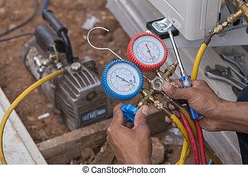 vacuum pump evacuates air from the air conditioner (installation new air conditioner)