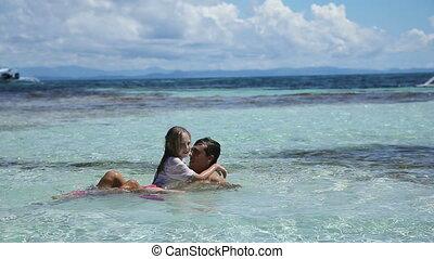 vader, dochter, spelend, zee