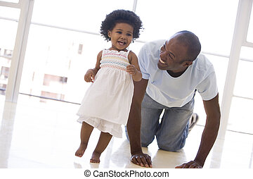 vader en dochter, binnen, spelend, en, het glimlachen