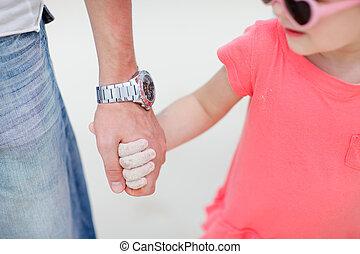 vader en dochter, holdingshanden